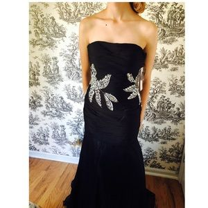 Dresses & Skirts - Sophisticated black gown with silver NWT sz Med